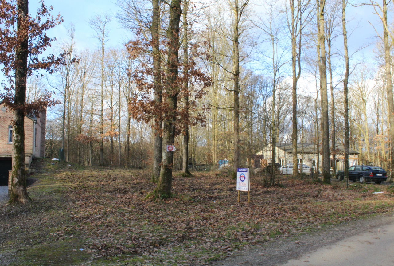"""Terrain au calme dans un domaine """"La Forêt"""" à Neuville"""