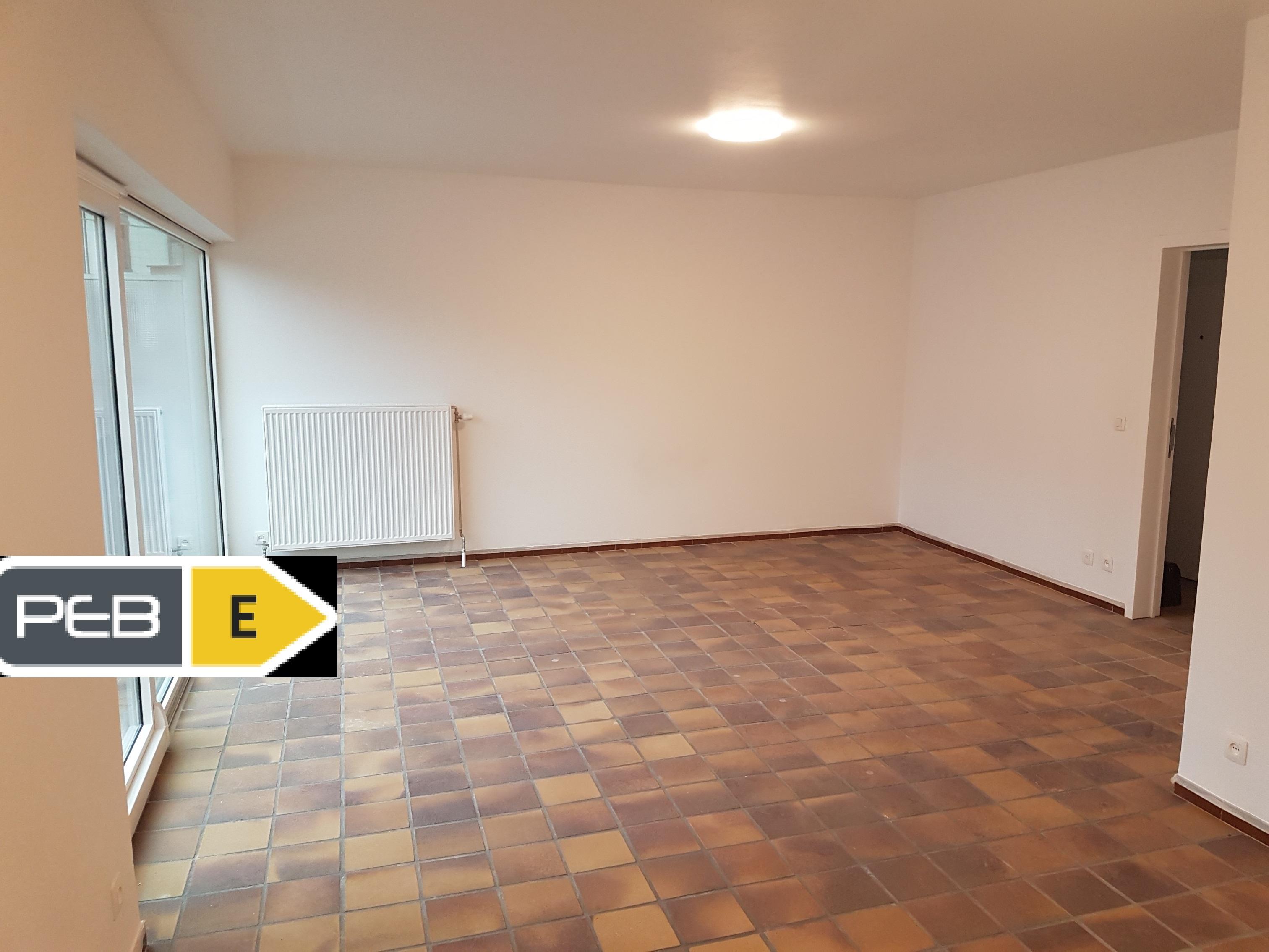 Magnifique appartement rénové à ROUX